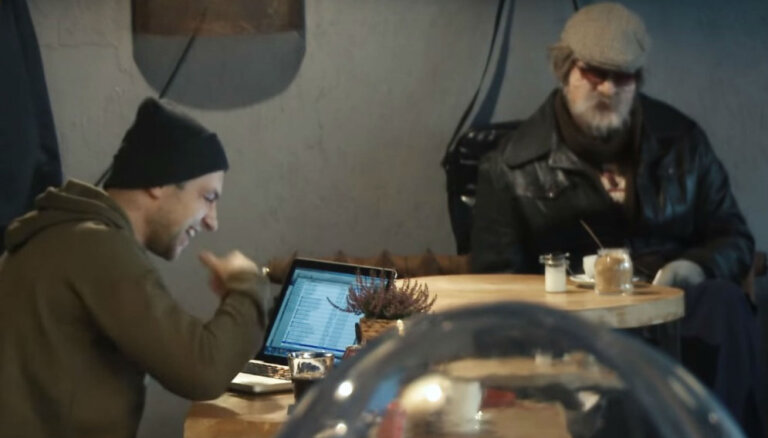 Video: Zeltiņš sirmgalvja tēlā izjoko šovbiznesa spīdekļus