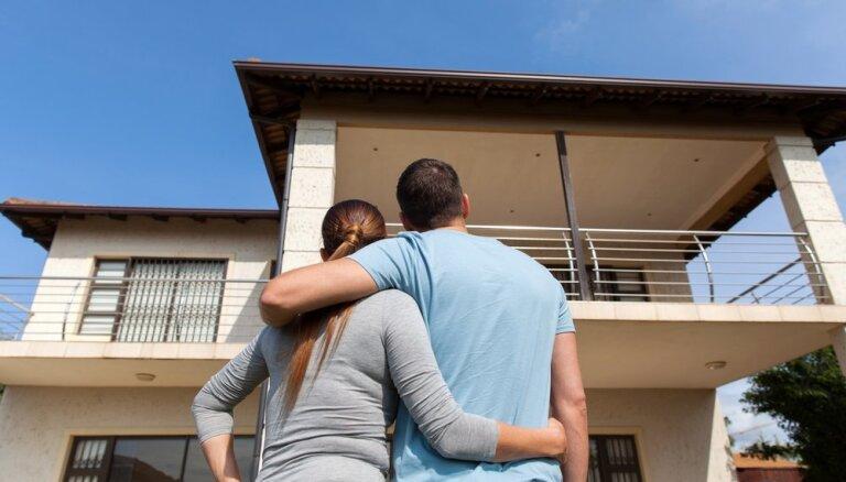 Vai iegādāties māju tagad vai tomēr nogaidīt? Seši faktori, kuri jāizvērtē