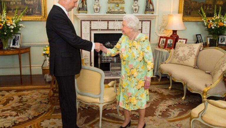 ФОТО: Президент Латвии с супругой побывали у английской королевы