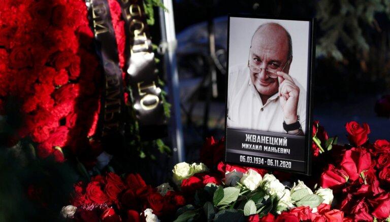 Жванецкого похоронили рядом с Волчек и Захаровым