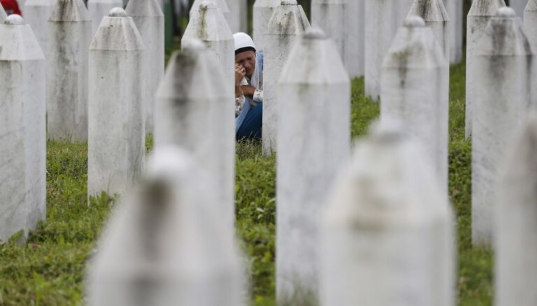 Srebreņicas slaktiņš: traģēdija, kas turpina šķelt Balkānus