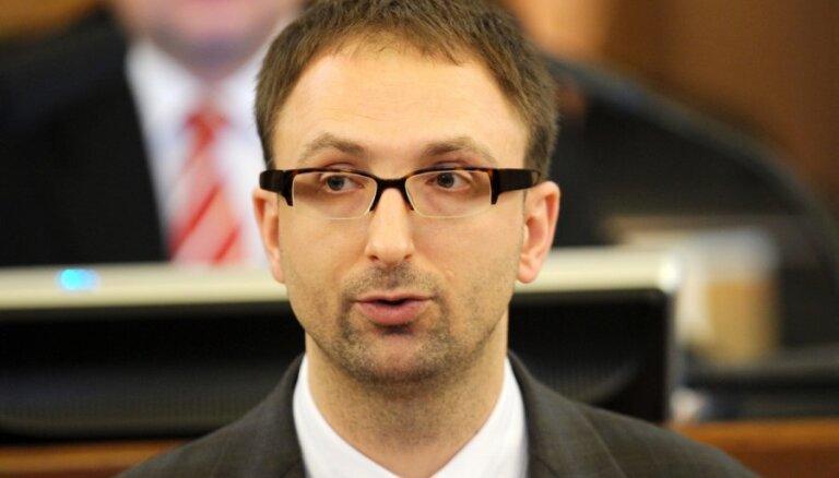 Pērn stājies spēkā spriedums, ar kuru no bijušā deputāta Čaklā un viņa sievas par labu valstij piedzīti 420 000 eiro