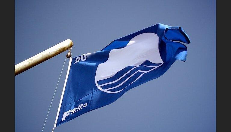 'Zilo karogu' šogad pacels 13 Latvijas peldvietās un vienā jahtu ostā