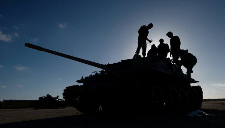 Kaujās Tripolē zaudējis dzīvību 121 cilvēks, atklāj organizācija