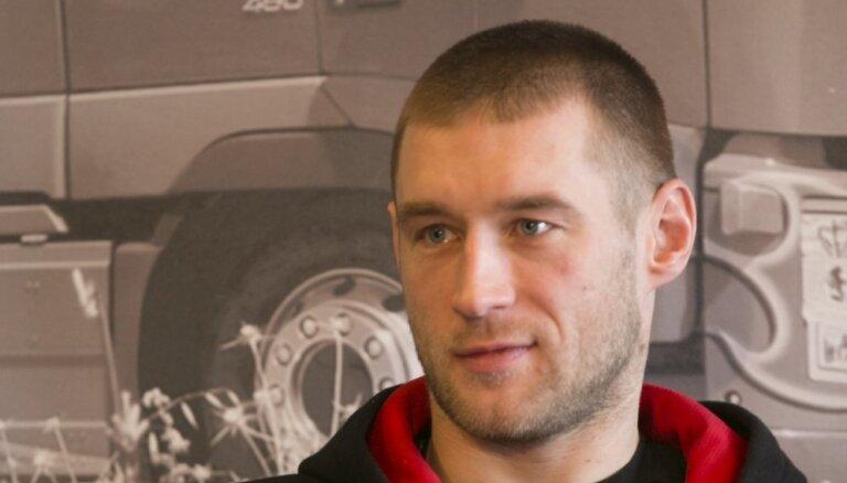 Video: Latvijas uzbrucējs Širokovs stāsta par ārzemju hokeja aizkulisēm