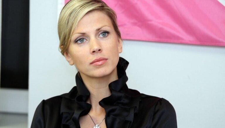 Video: Anna Lieckalniņa izrāda savus 'pļundraciņus'