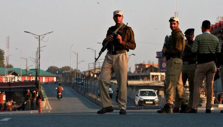 Indijas Kašmira oficiāli sadalīta divās teritorijās