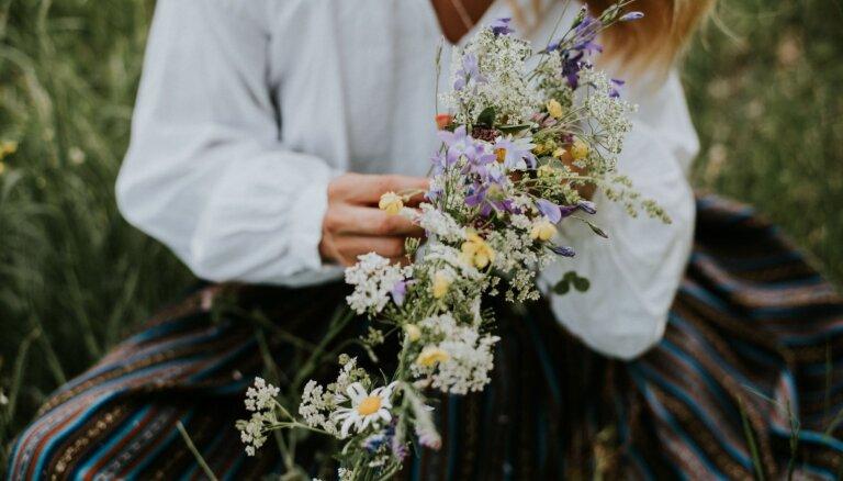 Ko nepīt un kā izveidot skaistāko ziedu kroni: svarīgākais par Līgo vainadziņiem