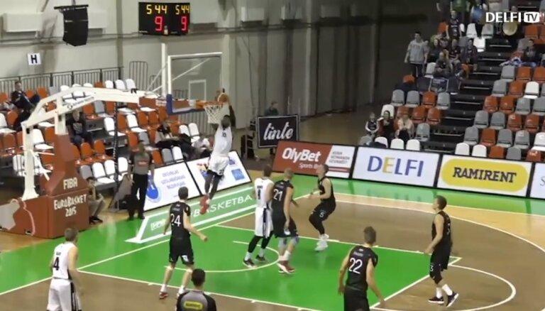 Video: Valmieras un Jūrmalas basketbolistiem svarīgas uzvaras
