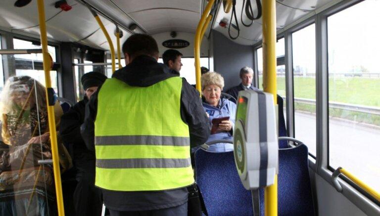В общественном транспорте Риги появятся контролеры без форменной одежды