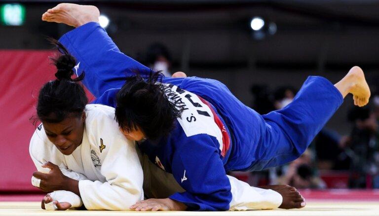 Japānas sportisti džudo sacensībās izcīna vēl divas olimpiskās zelta medaļas