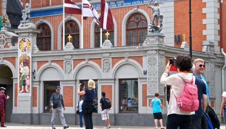 Infografika: Cik, kur un kas iegulda Latvijā, lai saņemtu uzturēšanās atļauju?