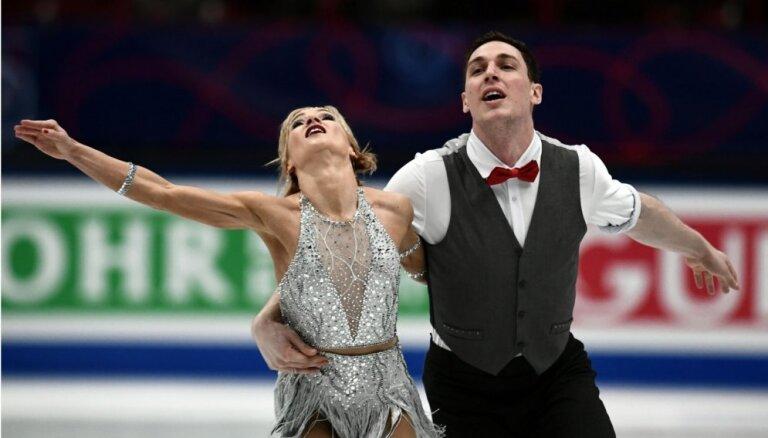 Olimpiskie čempioni Savčenko un Maso līderpozīcijā pēc PČ pāru sacensību īsās programmas