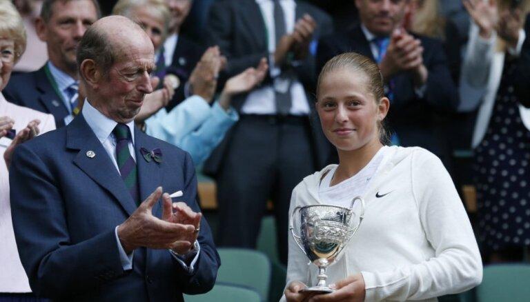 Ostapenko WTA rangā apsteidz Marcinkēviču un kļūst par Latvijas pirmo raketi