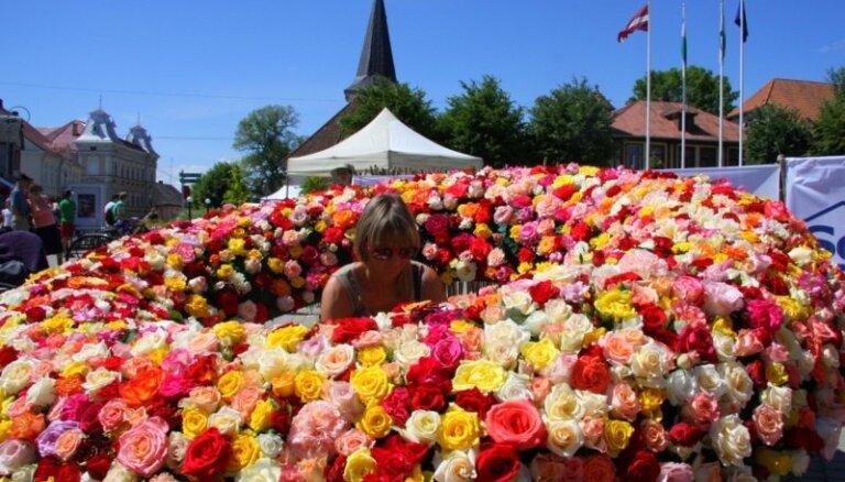 """Латвия """"заваливает"""" Россию цветами из ЕС: в топе – розы, хризантемы и гвоздики"""