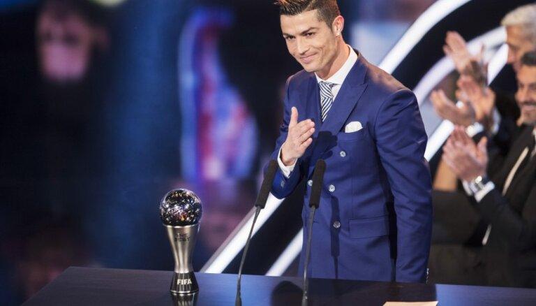"""Роналду — лучший игрок 2016 года по версии ФИФА, Месси и """"Барса"""" церемонию проигнорировали"""