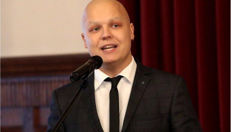 """Латвийский участник """"Евровидения"""" борется с раком и нуждается в помощи"""