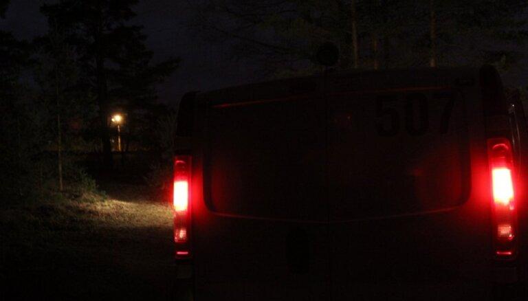 В лесу найдено тело пропавшей по дороге в Ригу 42-летней женщины