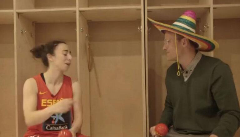Video: Renāra Zeltiņa joki nokaitina Spānijas basketbolisti
