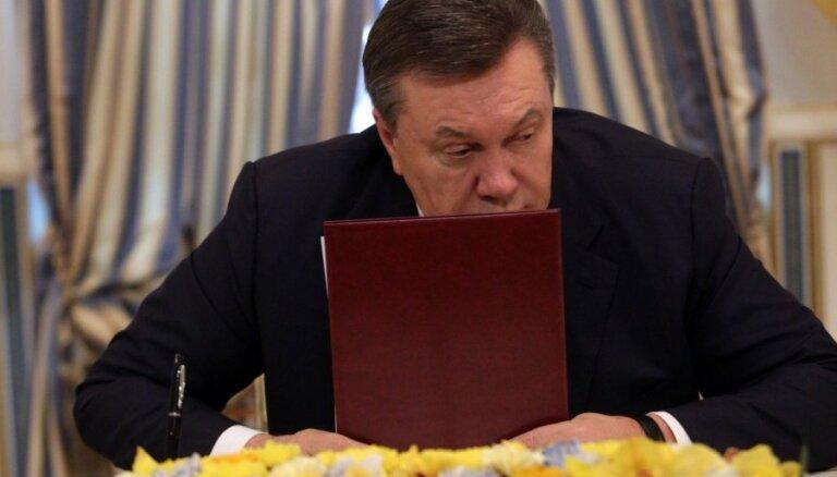 Janukovičs, bēgot no Ukrainas, padevies Krievijas karavīriem, atklāj amatpersona