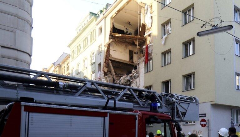 Daļēji sabrūkot daudzdzīvokļu ēkai, Vīnē cietuši 12 cilvēki