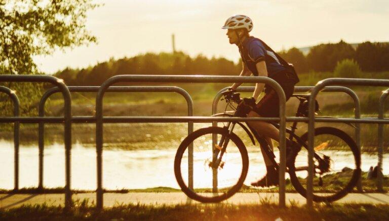 Kultūrvēsture un dabas varenums: trīs saistoši velomaršruti pa Lietuvas ārēm