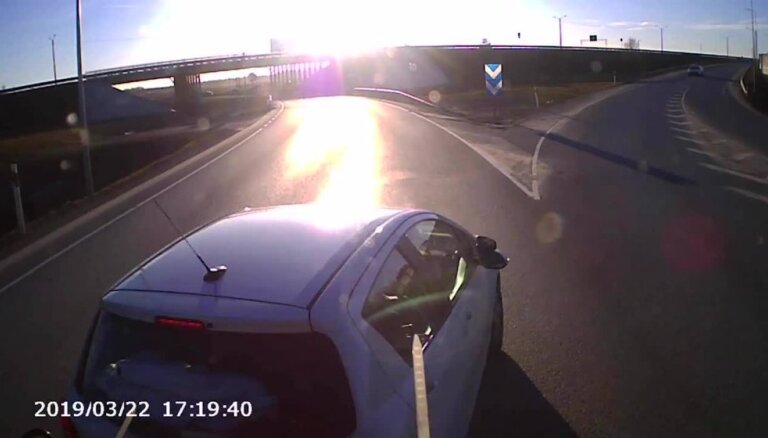 ВИДЕО: Обогнать любой ценой. Лихой маневр на Таллинском шоссе