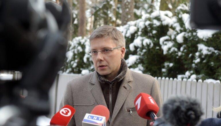 Video: KNAB veic kratīšanu pie Rīgas mēra Ušakova; mērs atkāpties nedomā (plkst. 16.34)