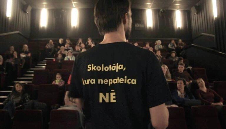 'Izlaiduma gada' autori piektdien dosies pārsteiguma vizītēs uz Rīgas kinoteātriem