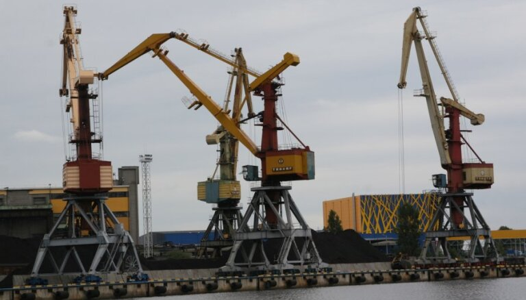 Latvijas ostās janvārī strauji sarūk kravu apjoms