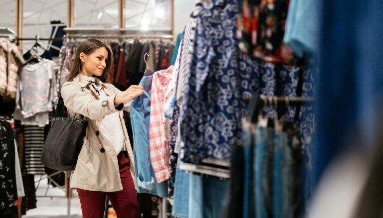 Apģērbu iegāde izpārdošanu trakumā – kā neapjukt un atrast sev piemērotāko