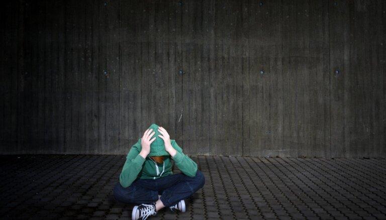 Slimnīcā 'aizmirstajam' jaunietim lielākā problēma pašreiz – sociālo iemaņu trūkums, saka advokāts