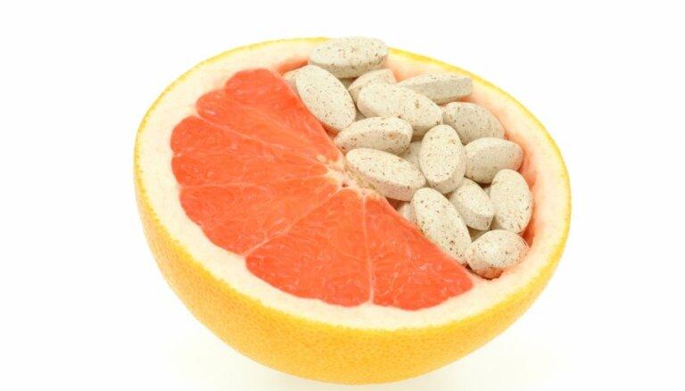 41% iedzīvotāju mēnesī vitamīnu un aptiekas kosmētikas iegādei tērē līdz 10 eiro, liecina aptauja