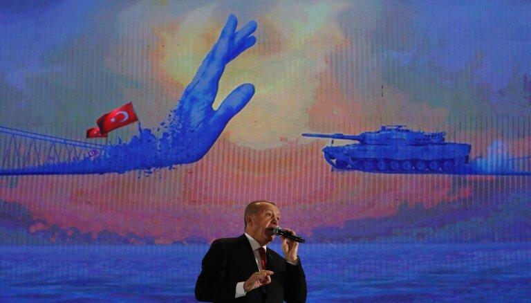 Erdogans S-400 raķetes izvēlējies bailēs no saviem gaisa spēkiem, atklāj avoti