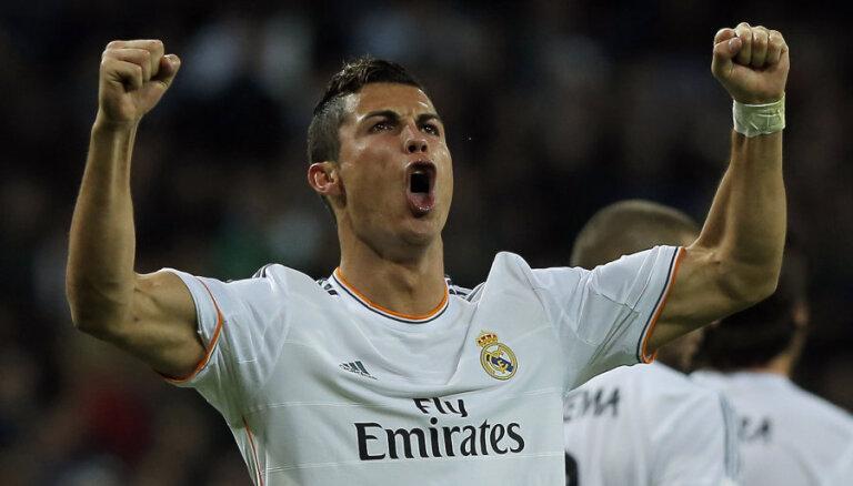 """""""Реал"""" установил абсолютный рекорд, а в Роналду попали зажигалкой"""