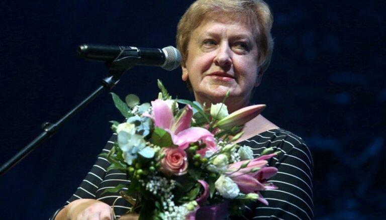 Izdota Silvijas Radzobes grāmata '100 izcili Latvijas aktieri'