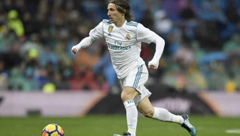 FIFA noraidījusi 'Real Madrid' sūdzību par 'Inter' mēģinājumiem pārvilināt Modriču