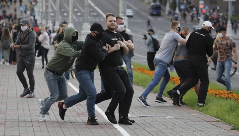 """""""Наша повестка — жажда перемен"""": как новое поколение белорусов втягивается в политику перед выборами"""