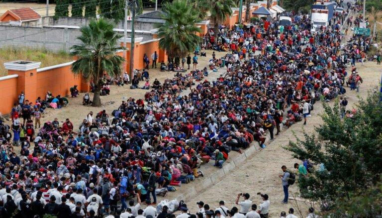 Kārtējā nelegālo imigrantu kolonna no Hondurasas sasniedz Gvatemalu