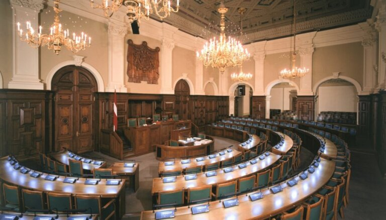 NA atkal skubina Saeimu atjaunot izvēli pasē ierakstīt tautību