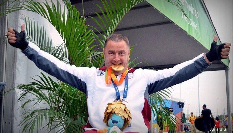 Apinim par zelta medaļas izcīnīšanu paralimpiskajās spēlēs RD piešķir 35 tūkstošus eiro