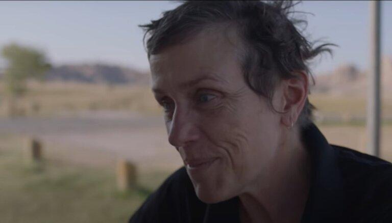 Filma ar 'Oskara' potenciālu: klajā laists 'Nomadland' pilnais tīzeris