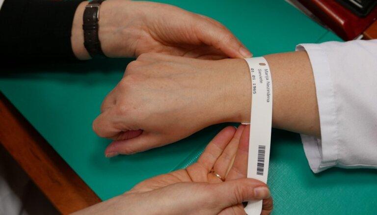 Valsts veselības apdrošināšana: Ārstu biedrība iesaka līdz jūnijam saglabāt veco kārtību