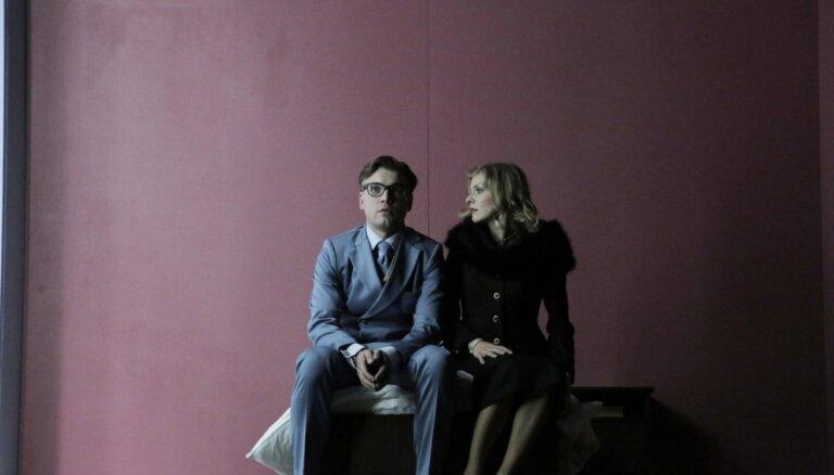 Foto: Liepājas teātrī pirmizrādi piedzīvos iestudējums 'Portreti. Vilki un avis'