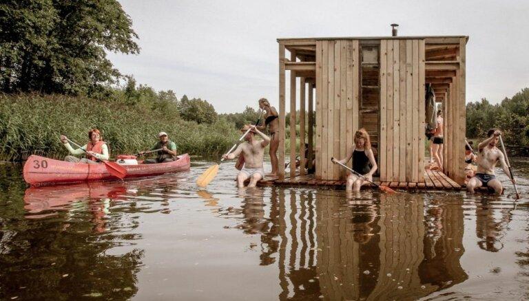 Studenti Somā parkā Igaunijā uzbūvējuši inovatīvu peldošu pirti, ko var izmantot bez maksas