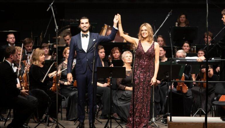 Foto: Operas zvaigznes un draugi pulcējas Andrejam Žagaram veltītajā koncertā Cēsīs