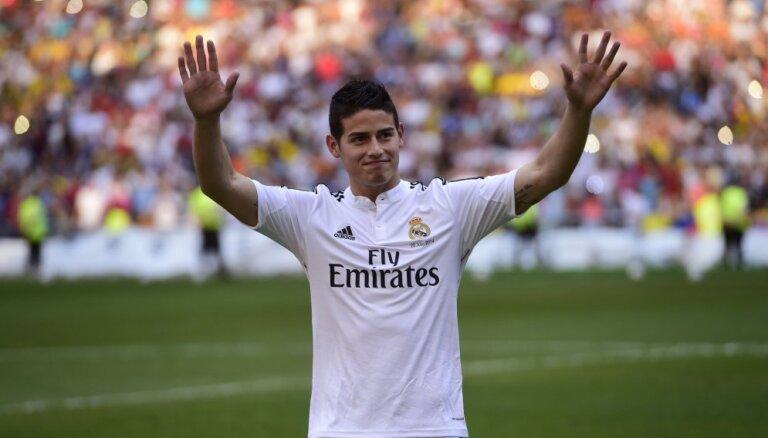 """""""Реал"""" за 48 часов продал 345 000 футболок Хамеса на 20,7 млн фунтов"""