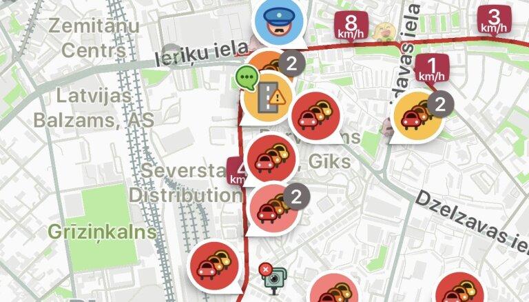 """ФОТО, ВИДЕО. В Риге образовались огромные пробки: какие улицы наиболее """"медленные"""""""