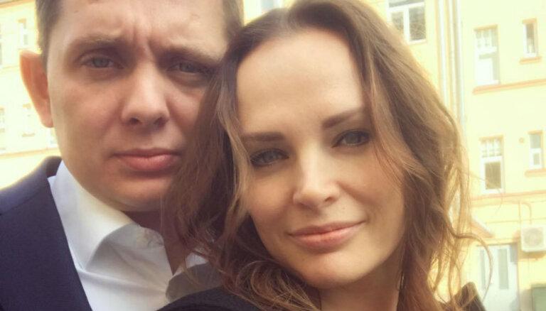 Artuss Kaimiņš ar mīļoto Jeļenu jau uzsācis kopdzīvi