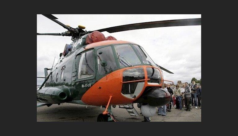 Pazudušās sievietes meklēšanā iesaistītais helikopters atgriezies bāzē